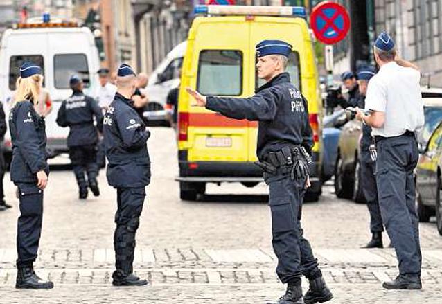 Policías protegen el Museo Judío de Bélgica, en Bruselas, luego del ataque del 24 de mayo de 2014. (Foto: EFE)