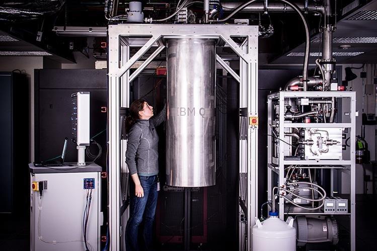 Los computadoras cuánticas de IBM son las más potentes, en un salto de 12 qubits (Foto Prensa Libre: IBM).