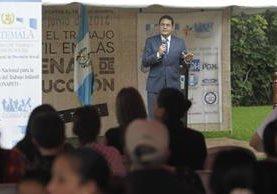 El presidente Jimmy Morales durante el acto del Día Mundial en contra del Trabajo Infantil, actividad efectuada en Zoológico La Aurora. (Foto, Prensa Libre: E. Bercián)