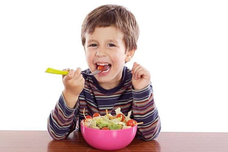 La nutrición balanceada es clave para el buen desarrollo del organismo del niño.
