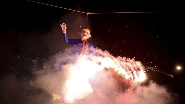 """La tradicional quema de """"Judas"""" en Semana Santa fue con una figura de Trump. GETTY IMAGES"""