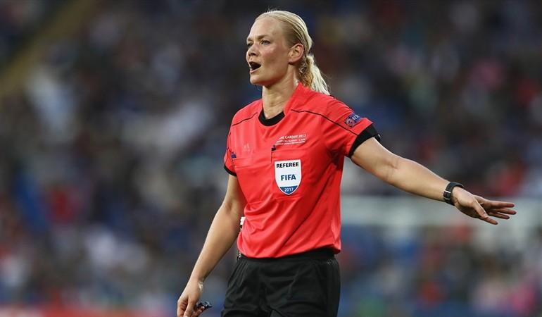 Bibiana Steinhaus es árbitro Fifa desde 2005 y este fin de semana debutará en la Bundesliga. (Fofo Prensa Libre: redes)