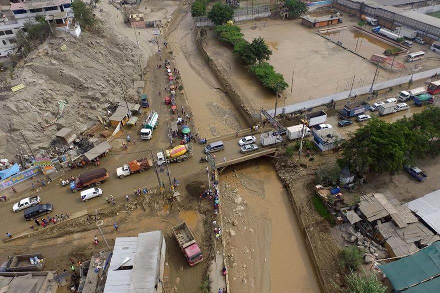Vista aérea del río Huaycoloro en la zona de Campoy, de San Juan de Lurigancho, Perú. (EFE).