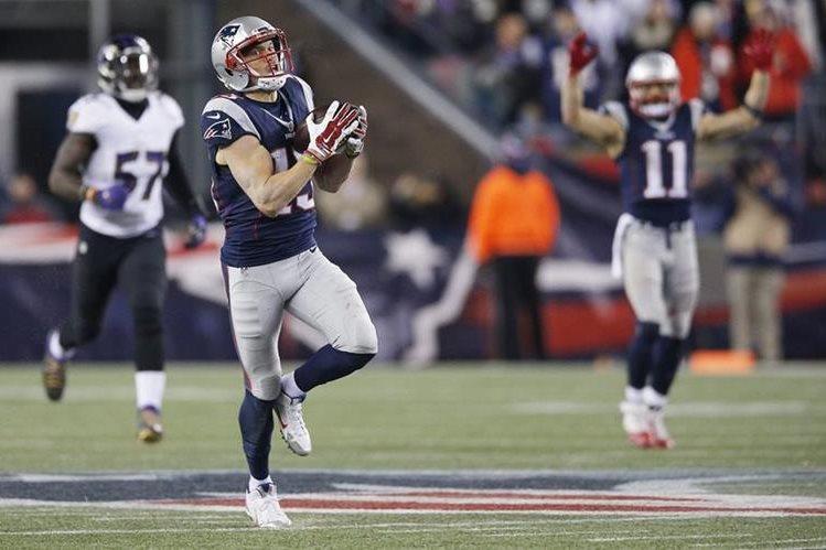 El receptor Chris Hogan, de los New England Patriots, durante el partido de la NFL contra los Baltimore. (Foto Prensa Libre: EFE)
