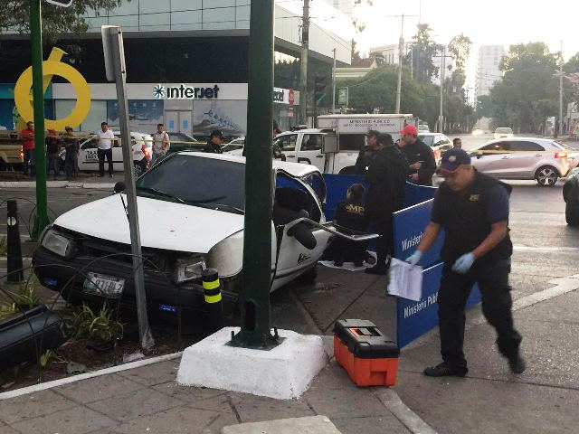 Un pasajero del automotor impactado murió por lo golpes. (Foto Prensa Libre: Cortesía PMT)