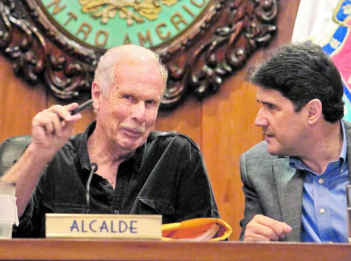 El alcalde Álvaro Arzú envió por escrito sus argumentos para desvirtuar la denuncia por incitar a la violencia. (Foto Prensa Libre: Hemeroteca PL)