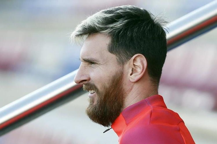 Leo Messi resuelve problemas de la AFA. (Foto Prensa Libre: EFE)