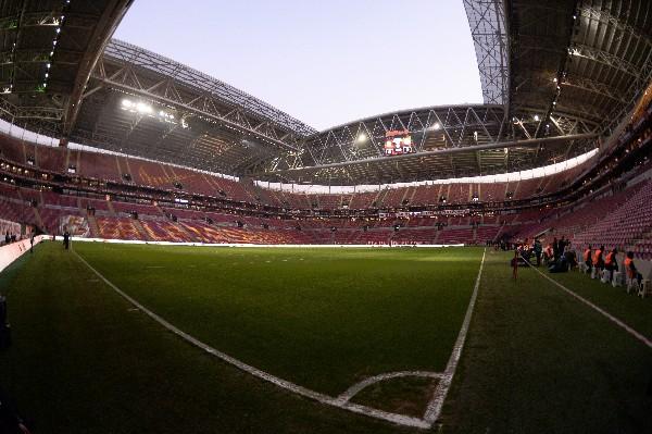 El estadio del Galatasaray era el escenario del partido. (Foto Prensa Libre: AP)