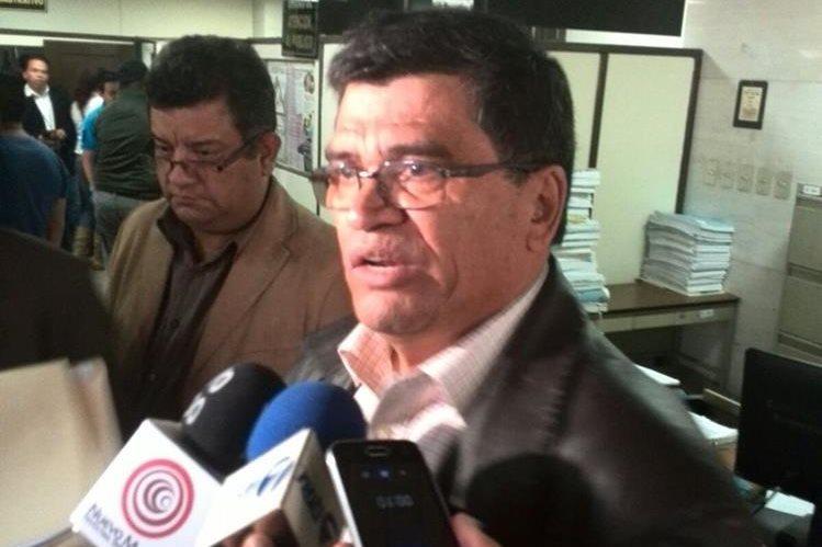 Arnoldo Medrano presentó pruebas a su favor en el juzgado noveno. (Foto Prensa Libre: Byron Vásquez)
