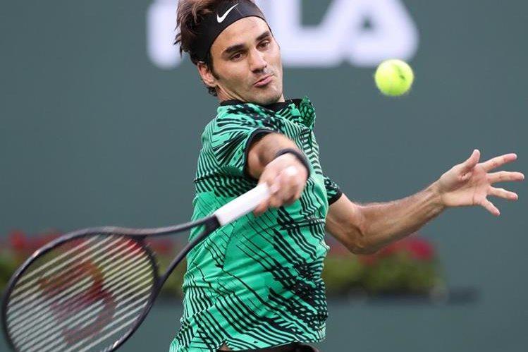 Roger Federer en acción durante el certamen que se disputa en California. (Foto Prensa Libre: EFE)