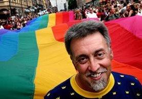 Muere a los 65 años Gilbert Baker, creador de la bandera arcoíris, símbolo de la comunidad LGTB. (Foto Prensa Libre: EFE)