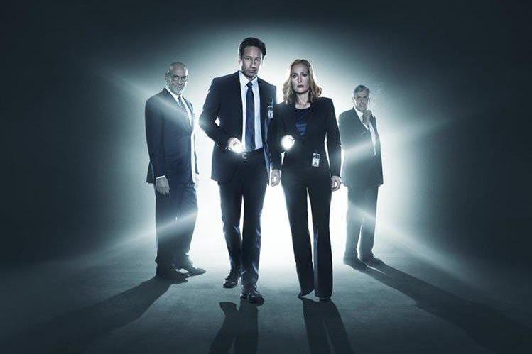En la imagen: Walter Skinner, Fox Mulder, Dana Scully y El fumador (Foto: Hemeroteca PL).
