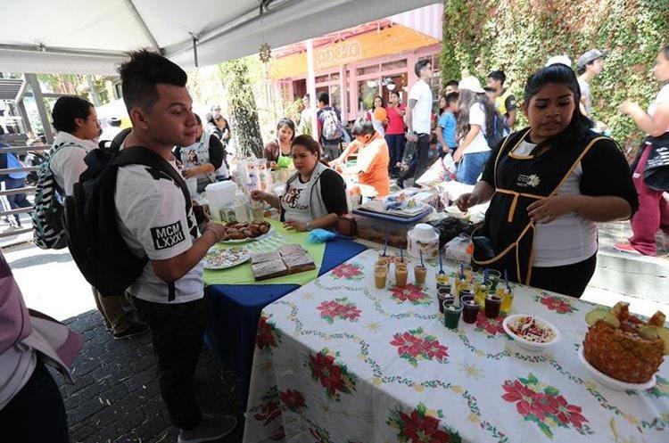 El festival fue un espacio para que pequeños artesanos promocionaran sus servicios