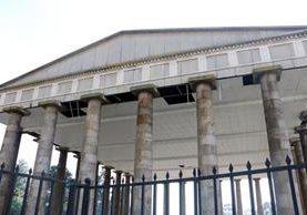 El Templo a Minerva evidencia falta de mantenimiento por parte de las autoridades municipales y de conservación del centro histórico de Xela. (Foto Prensa Libre: Carlos Ventura)