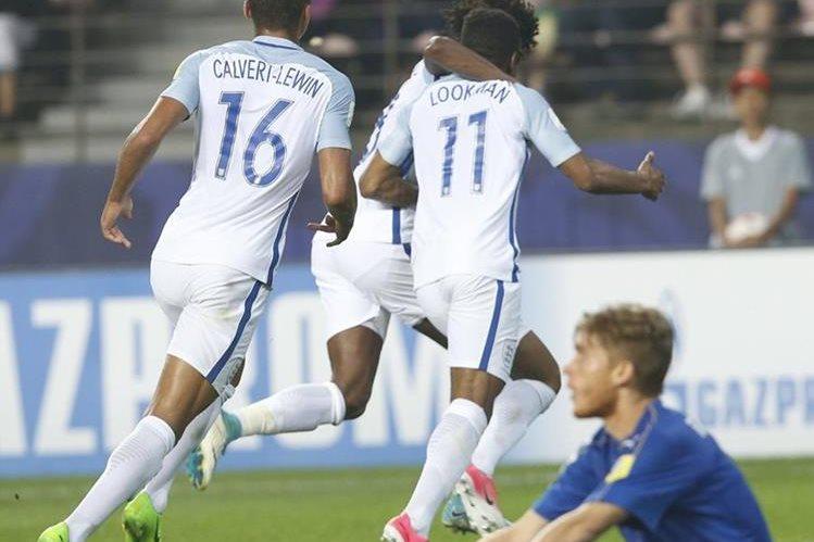 El jugador inglés Ademola Lookman (11) celebra un gol en la semifinal del Mundial Sub 20 contra Italia. (Foto Prensa Libre: EFE)