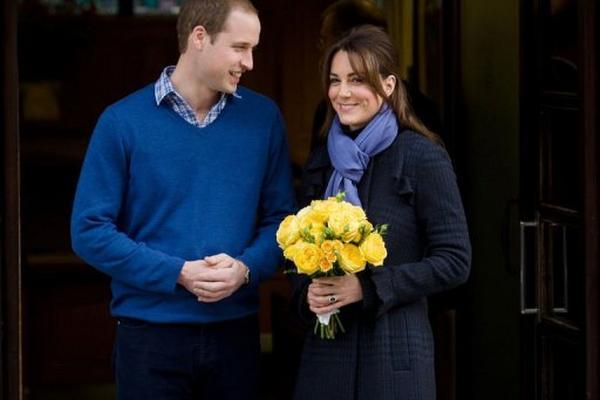 <p>La duquesa Catalina de Cambridge sale del hospital londinense este 6 de diciembre de 2012 acompañada por su marido. (AFP).<br></p>