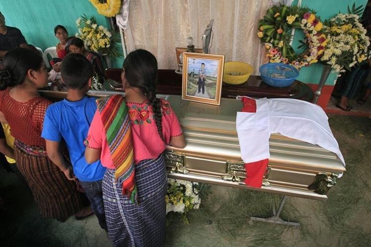 El domingo fueron localizados dentro de unos costales los cuerpos sin vida de dos niños, de 10 y 11 años.<br /> (Foto Prensa Libre: Carlos Hernández )
