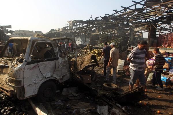 <em>La explosión destruyó locales del mercado de Sadr City en Bagdad.</em>