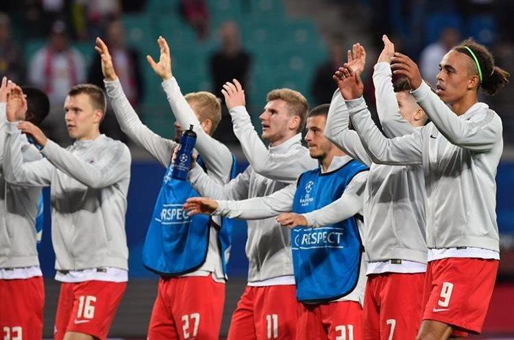 El Leipzig alemán consiguió su primera victoria en la historia de la Liga de Campeones de Europa. (Foto Prensa Libre: AFP)