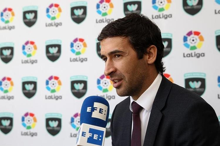 Raúl González Blanco, excapitán del Real Madrid, elogió hoy la ambición y las ganas de mejorar del portugués Cristiano Ronaldo. (Foto Prensa Libre: EFE)