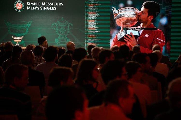 Djokovic y Nadal avanzan en Roland Garros