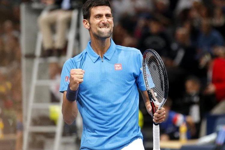 Novak Djovic festeja uno de los puntos en el duelo de este jueves. (Foto Prensa Libre: AP)