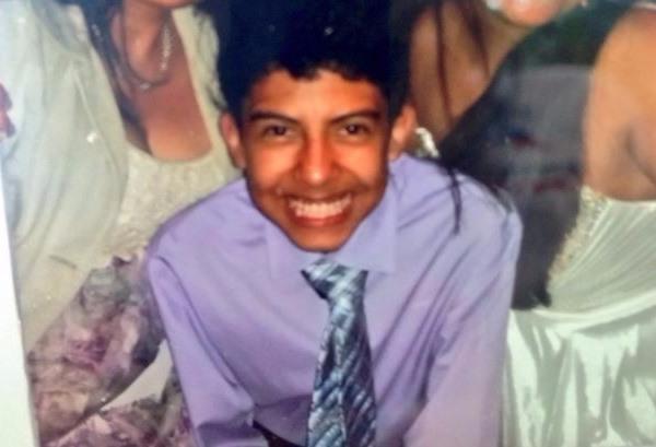Edward Aldana fue encontrado muerto en la piscina del Liceo Javier, en la zona 12. (Foto Prensa Libre: Facebook)