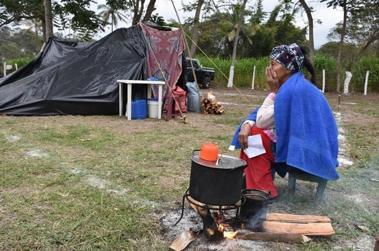 María Alberta Zuleta de Tuvez, es una fiel devota al Cristo Negro, quien viaja desde que nació a adorar la milagrosa imagen.(Foto Prensa Libre: Mario Morales)