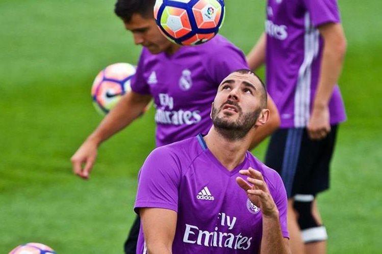El delantero francés Karim Benzema sería declarado inocente de cualquier cargo en el caso del chantaje contra Mathieu Valbuena. (Foto Prensa Libre:EFE)