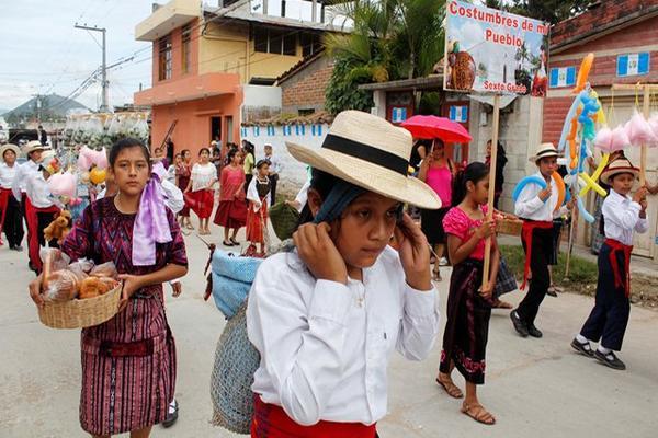 """<p>Niñs representaron diferentes oficios de la población guatemalteca. (Foto Prensa Libre: Carlos Grave).<br _mce_bogus=""""1""""></p>"""