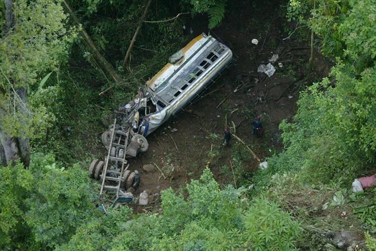 19/10/ 2006, accidente de un bus extraurbano en Tajumulco, San Marcos. (Foto: Hemeroteca PL)