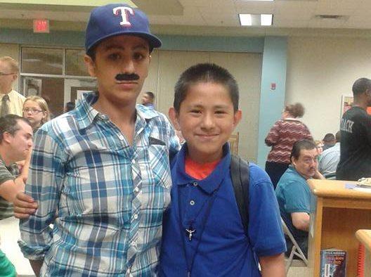 Yevette Vasquez se vistió de hombre para acompañar a su hijo a una actividad de la escuela. (Foto Prensa Libre: Yevette Vasquez)