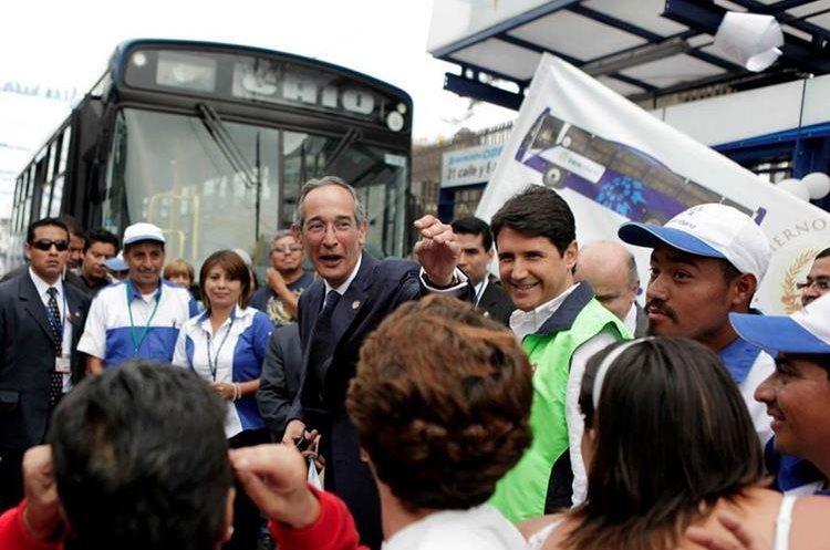 El proyecto del transurbano contó con el respaldo de funcionarios de la Municipalidad de Guatemala. (Foto Prensa Libre: Gobierno Álvaro Colom)