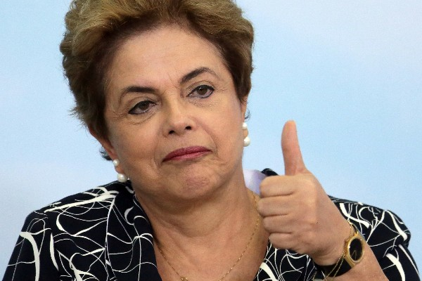 Dilma Rousseff, presidenta de Brasil, amenazada por un juicio político. (Foto Prensa Libre:AFP)