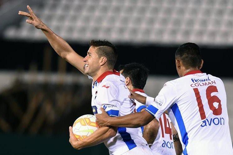 Rodrigo Teixeira festeja un gol de Nacional. (Foto Prensa Libre: AFP).