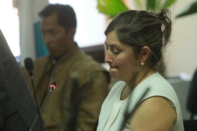 Abdi Estrada, implicada en el caso Botín en el Registro de la Propiedad, comparece ante la jueza Sexta, Silvia de León. Foto Prensa Libre: Álvaro Interiano)