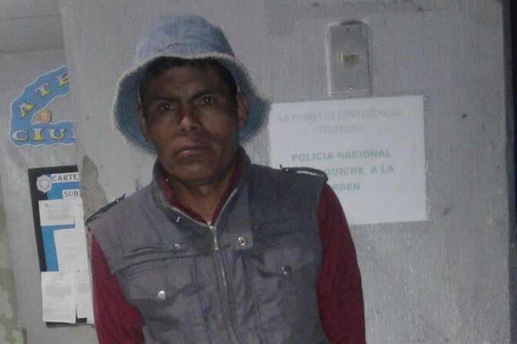 Domingo Pérez Chilisná es acusado de agresión sexual contra una niña de 10 años, en Santa Cruz del Quiché. (Foto Prensa Libre: Héctor Cordero)