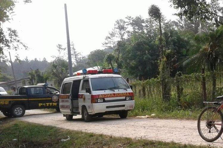 Lugar donde fue localizado el cadáver de Adán López, en Poptún, Petén. (Foto Prensa Libre: Walfredo Obando).