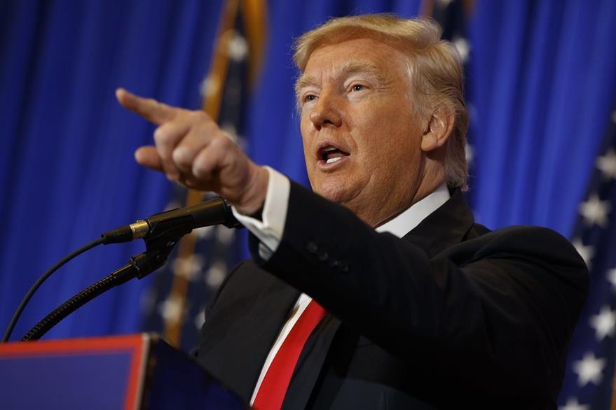 """Trump ha rechazado comportamientos inapropiados con mujeres y durante campaña prometió demandar a las """"mentirosas"""". (Foto Prensa Libre: AP)"""