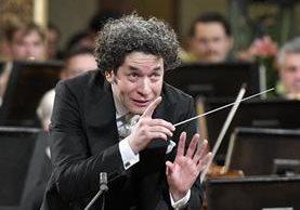 El director venezolano Gustavo Dudamel dirigió el concierto de nuevo año de la Orquesta Filarmónica de Viena. Foto Prensa Libre: AFP