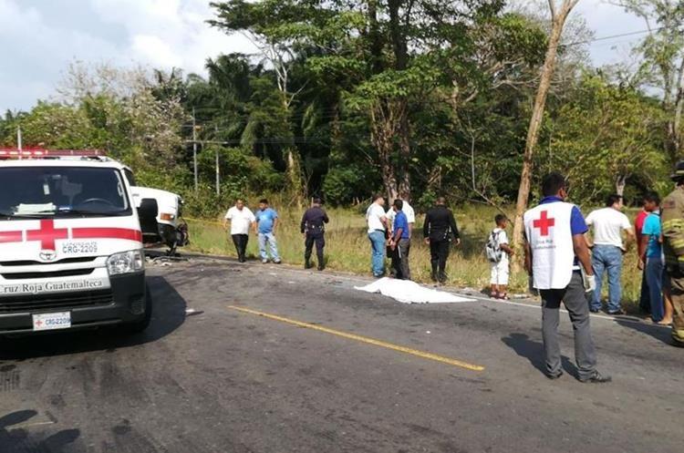 Dos hombres murieron en el percance de tránsito en el kilómetro 250 ruta de Coatepeque, Quetzaltenango a Malacatán San Marcos. (Foto Prensa Libre: Rolando Miranda)