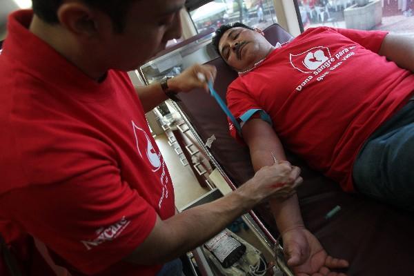 Más de 125 personas acudieron a la Plaza de la Constitución para  donar sangre.