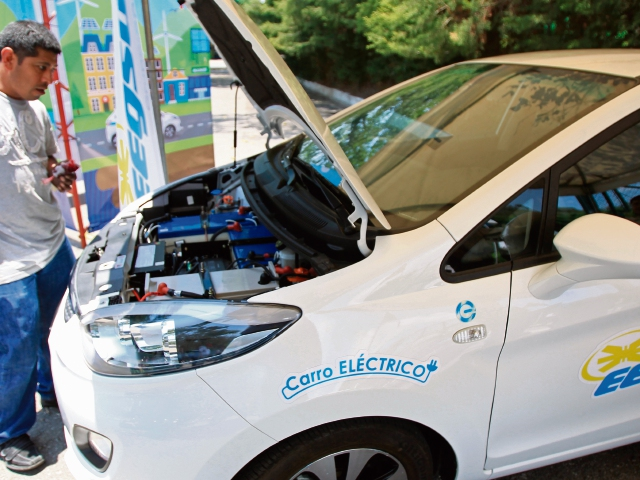 Las baterías de los vehículos eléctricos pueden recibir carga lenta de ocho horas y también cargas rápidas de 30 minutos.