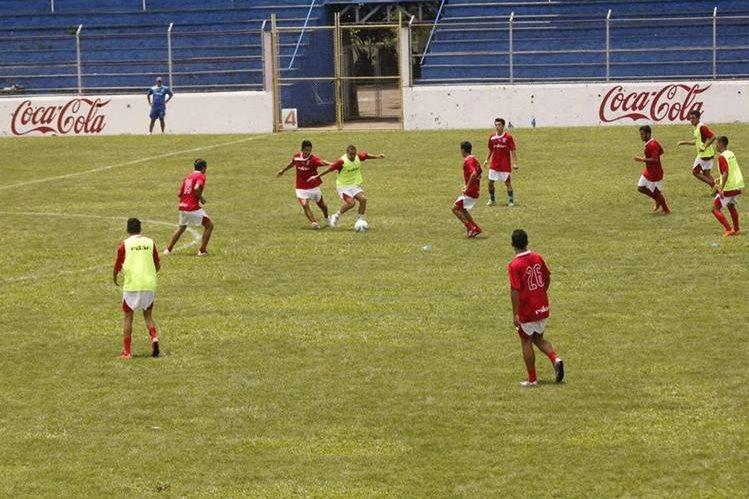 Los venados están entrenando con miras al torneo Apertura 2016. (Foto Prensa Libre: Melvin Popá)