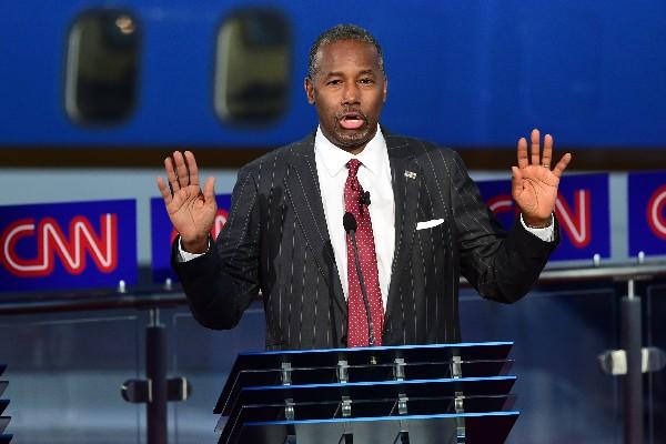 El candidato republicano a la Presidencia  Ben Carson participa en eldebate.