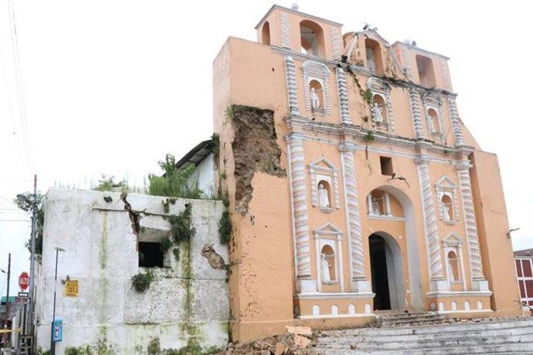 Fachada de la iglesia de Samayac, lo único que quedad del templo construido en 1779. Fue dañada por sismos recientes. (Foto Prensa Libre: Cristian Soto).