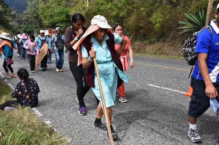 Doña María López, de 75 años, participó en la peregrinación a pie desde Palencia. (Foto Prensa Libre: Mario Morales)