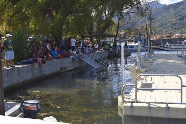 <p>Pobladores de Santiago Atitlán, Sololá, están molestos porque costo del proyecto es millonario. (Foto Prensa Libre: Ángel Julajuj) <br></p>