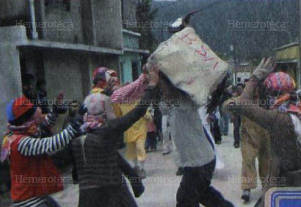 El tradicional baile de los fieros de Palín (Foto Prensa Libre: Hemeroteca)