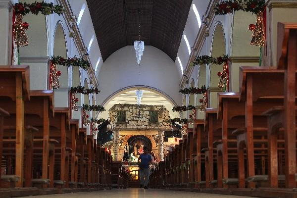 <p>Interior de  la catedral, de estilo republicano.</p>